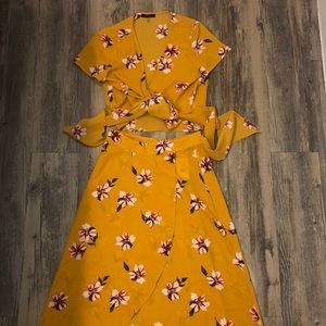 yellow floral crop top & skirt set - both size S